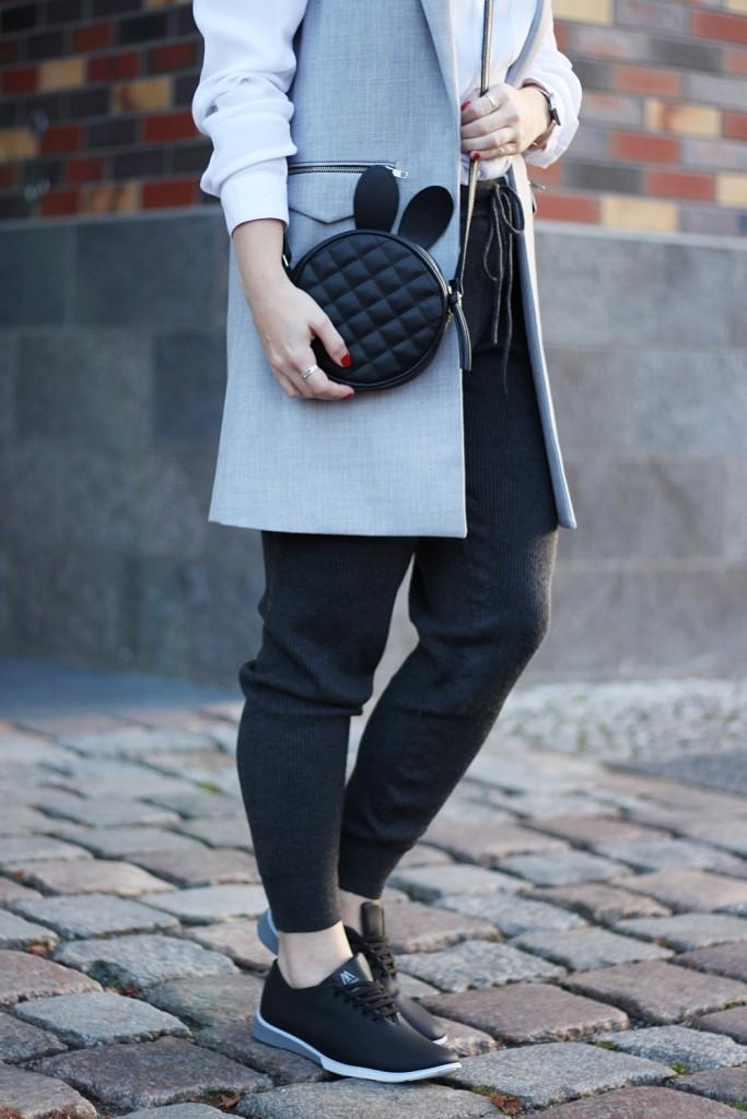 outfit-fashionblogger-muroexe-sneaker-jogpant-ripped-pants-puppenzirkus5