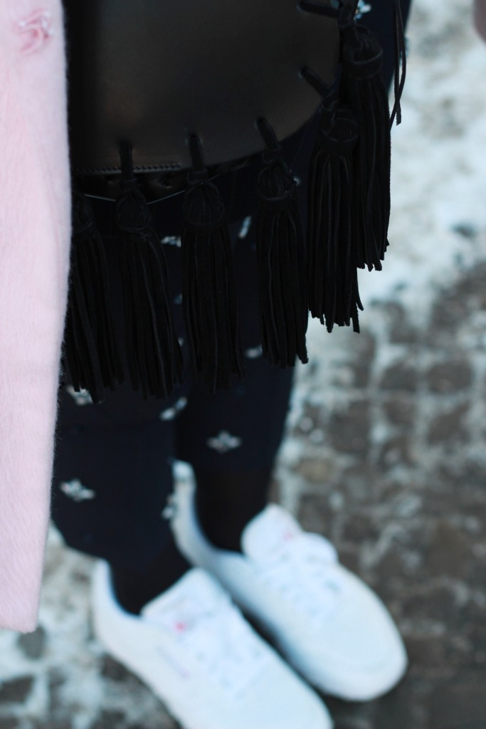 fashion-week-berlin-outfit-schnee-navy-rosa-sportlich-edgy (12)