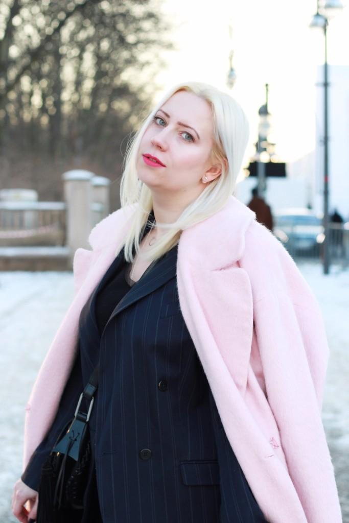 fashion-week-berlin-outfit-schnee-navy-rosa-sportlich-edgy (5)