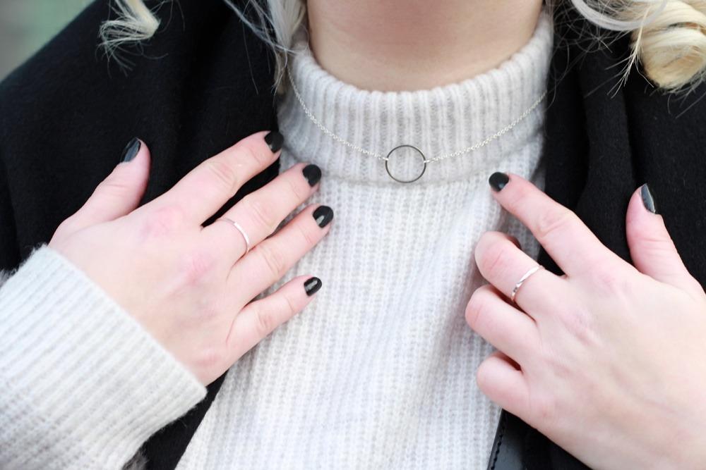 outfit-fashionweek-winter-puppenzirkus-fake-fur-coat-reebok-silk-fringe-bag (11)