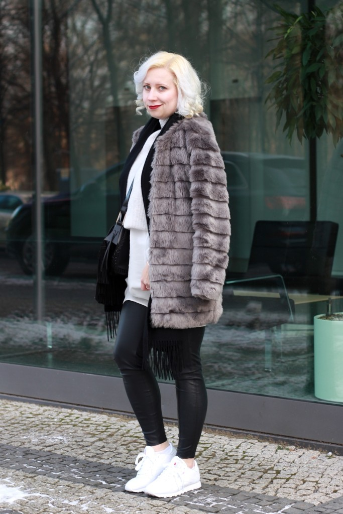 outfit-fashionweek-winter-puppenzirkus-fake-fur-coat-reebok-silk-fringe-bag (2)