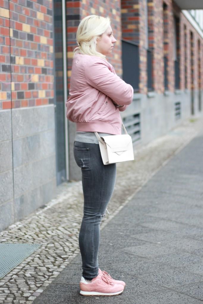 outfit-pantone-rose-quartz-bomberjacke-rosa-reebok-puppenzirkus (3)
