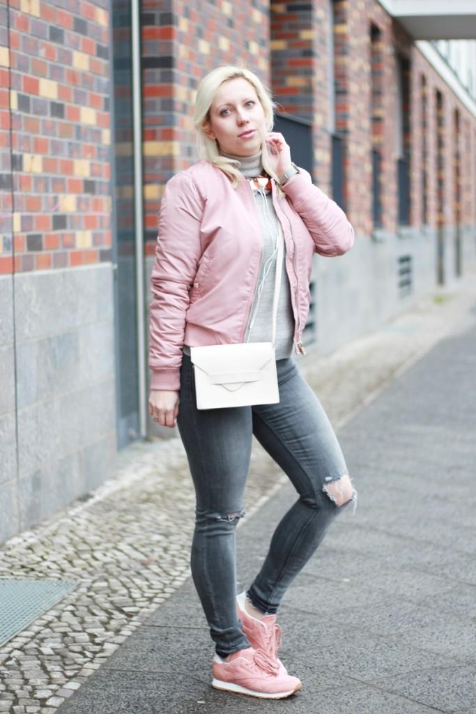 outfit-pantone-rose-quartz-bomberjacke-rosa-reebok-puppenzirkus (4)