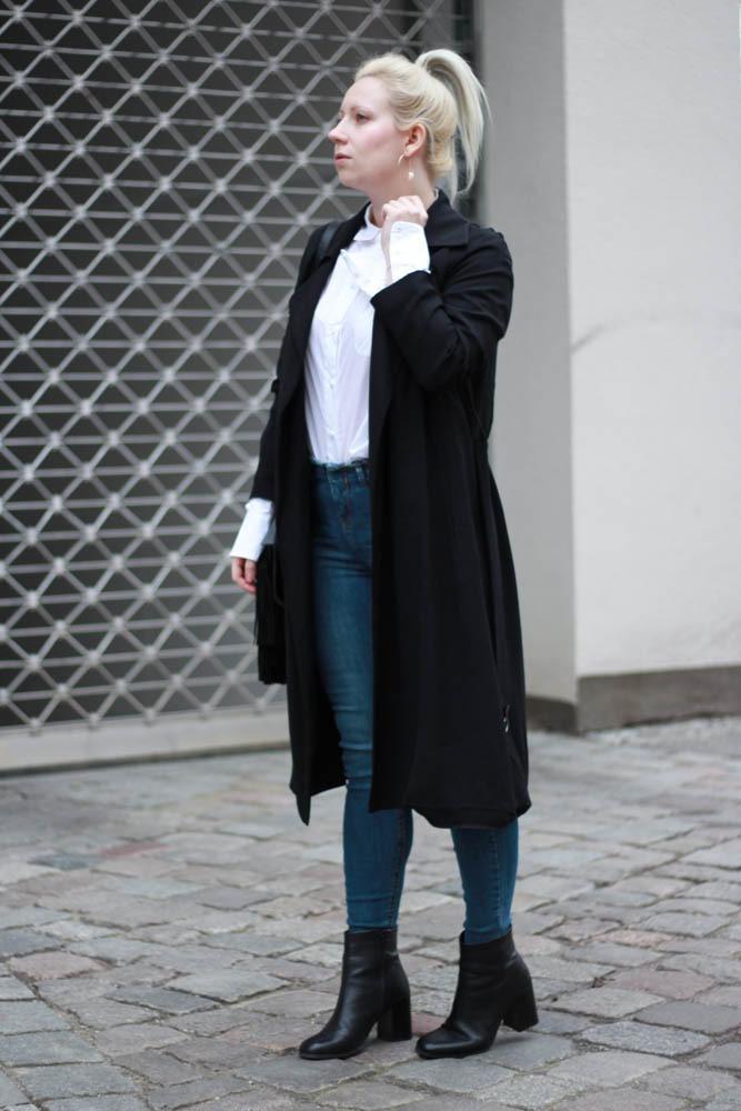 70-ies-Stiefeletten-High-Waist-Jeans-Puppenzirkus-Fashionblogger-Rueschenbluse1