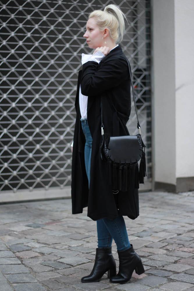 70-ies-Stiefeletten-High-Waist-Jeans-Puppenzirkus-Fashionblogger-Rueschenbluse2