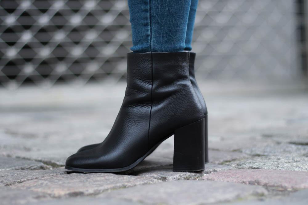 70-ies-Stiefeletten-High-Waist-Jeans-Puppenzirkus-Fashionblogger-Rueschenbluse3