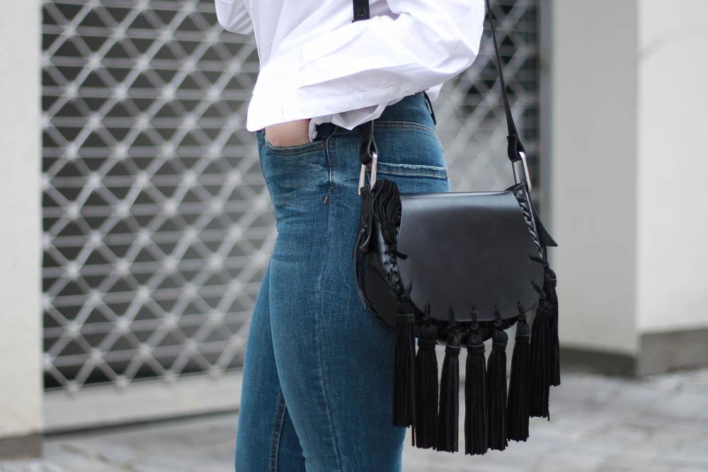 70-ies-Stiefeletten-High-Waist-Jeans-Puppenzirkus-Fashionblogger-Rueschenbluse4