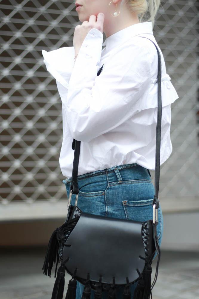 70-ies-Stiefeletten-High-Waist-Jeans-Puppenzirkus-Fashionblogger-Rueschenbluse5