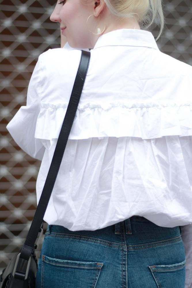 70-ies-Stiefeletten-High-Waist-Jeans-Puppenzirkus-Fashionblogger-Rueschenbluse6