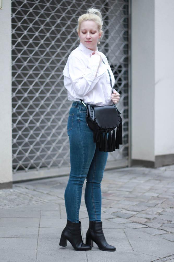 70-ies-Stiefeletten-High-Waist-Jeans-Puppenzirkus-Fashionblogger-Rueschenbluse8