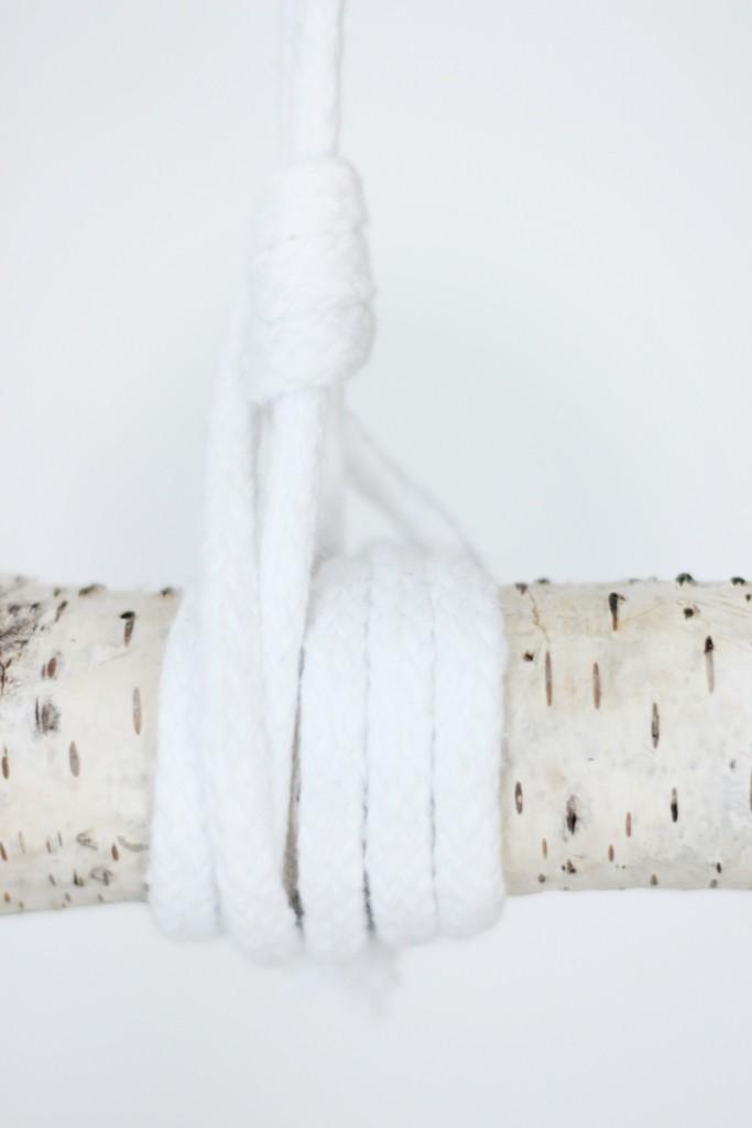 Garderobe-aus-Birkenstamm-DIY-Do-It-Yourself-einfach-Puppenzirkus-Interior-Kleiderstange-Birke15