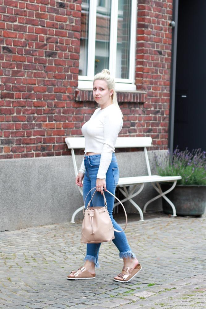 Look-Kupferfarbenen-Birkenstocks-Birkis-Fransenjeans5