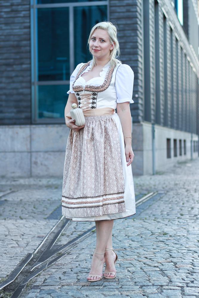 dirndl-outfit-blogger-fashionblogger-2016-oktoberfest-krüger (1 von 19)