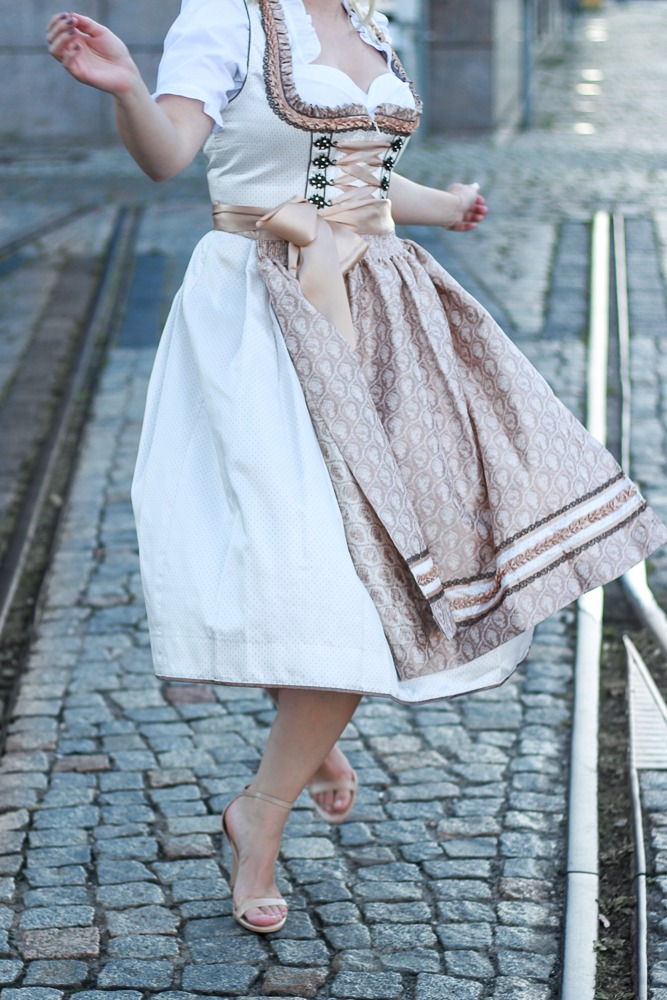 dirndl-outfit-blogger-fashionblogger-2016-oktoberfest-krüger (17 von 19)