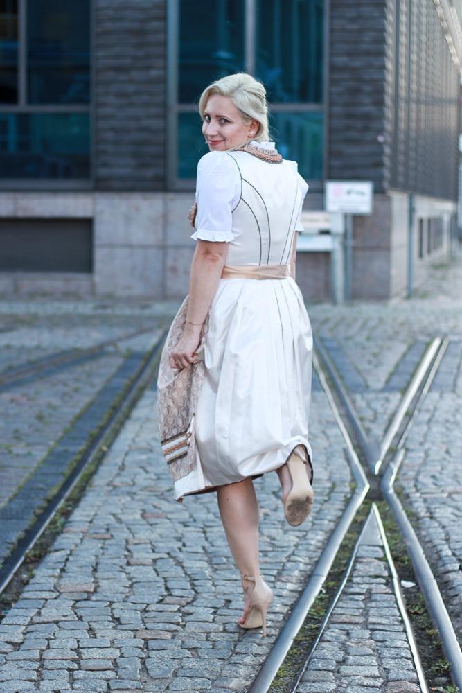dirndl-outfit-blogger-fashionblogger-2016-oktoberfest-krüger (18 von 19)