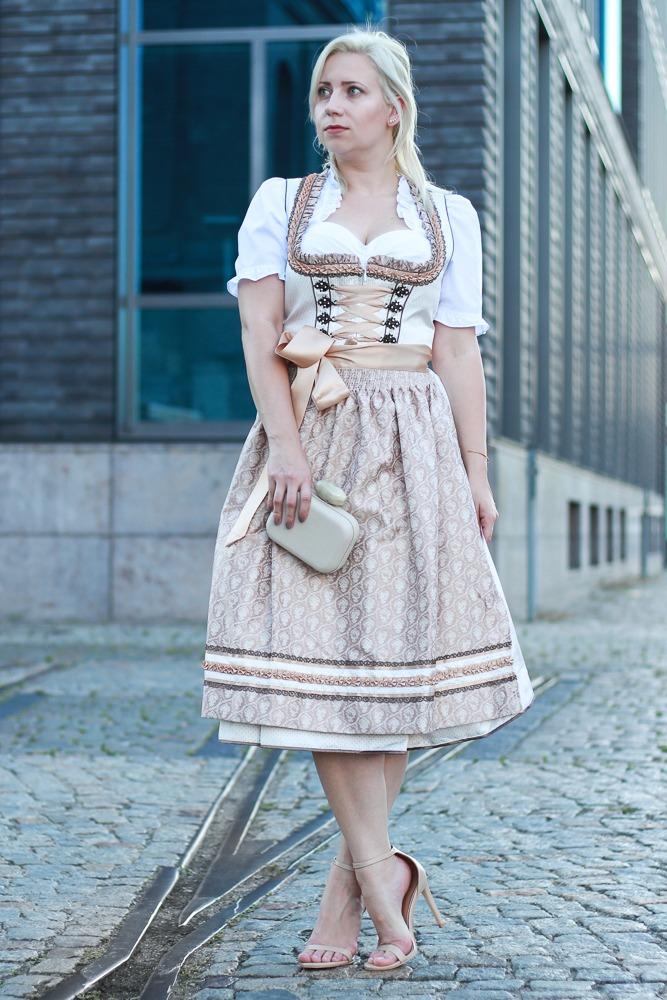 dirndl-outfit-blogger-fashionblogger-2016-oktoberfest-krüger (2 von 19)