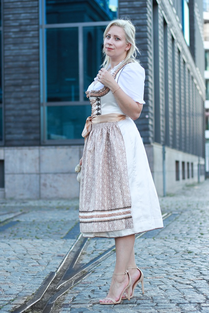 dirndl-outfit-blogger-fashionblogger-2016-oktoberfest-krüger (3 von 19)