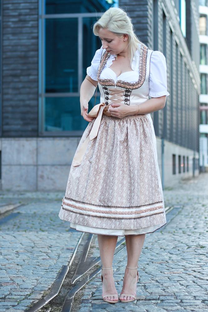 dirndl-outfit-blogger-fashionblogger-2016-oktoberfest-krüger (4 von 19)