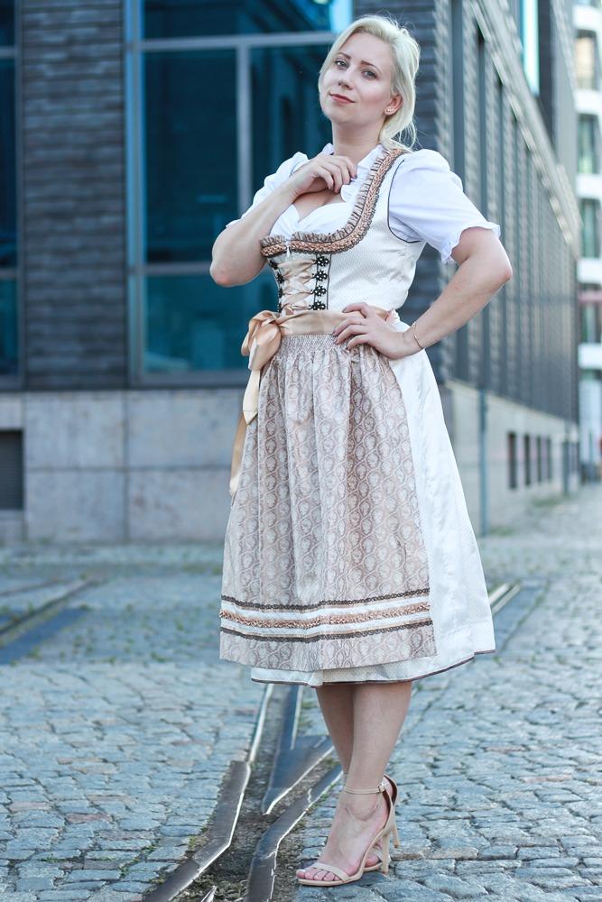 dirndl-outfit-blogger-fashionblogger-2016-oktoberfest-krüger (5 von 19)