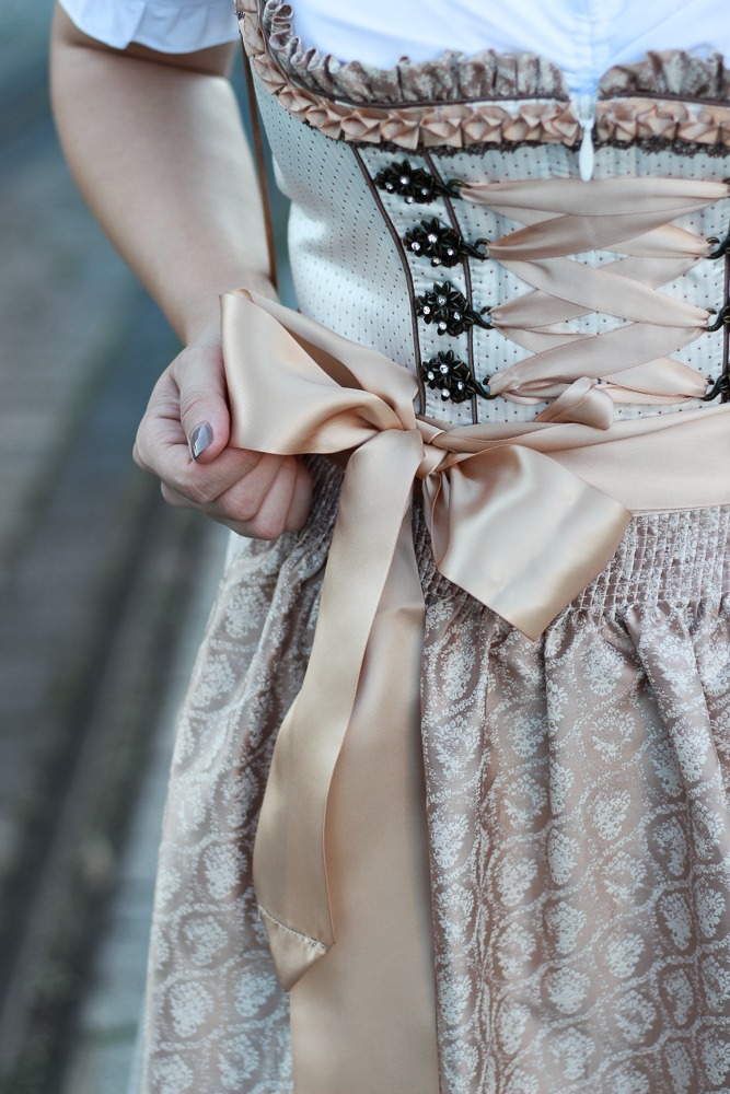 dirndl-outfit-blogger-fashionblogger-2016-oktoberfest-krüger (8 von 19)