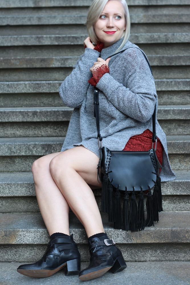 Westernbooties-mit-Spitzenkleid-Blogger-Herbstlook-Outfit-Puppenzirkus10