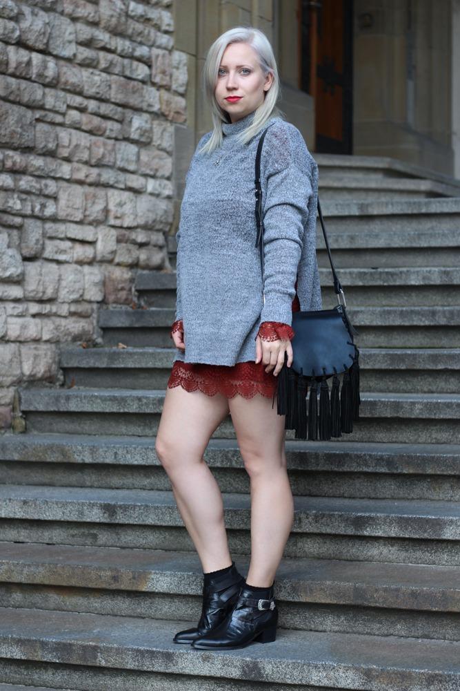 Westernbooties-mit-Spitzenkleid-Blogger-Herbstlook-Outfit-Puppenzirkus13