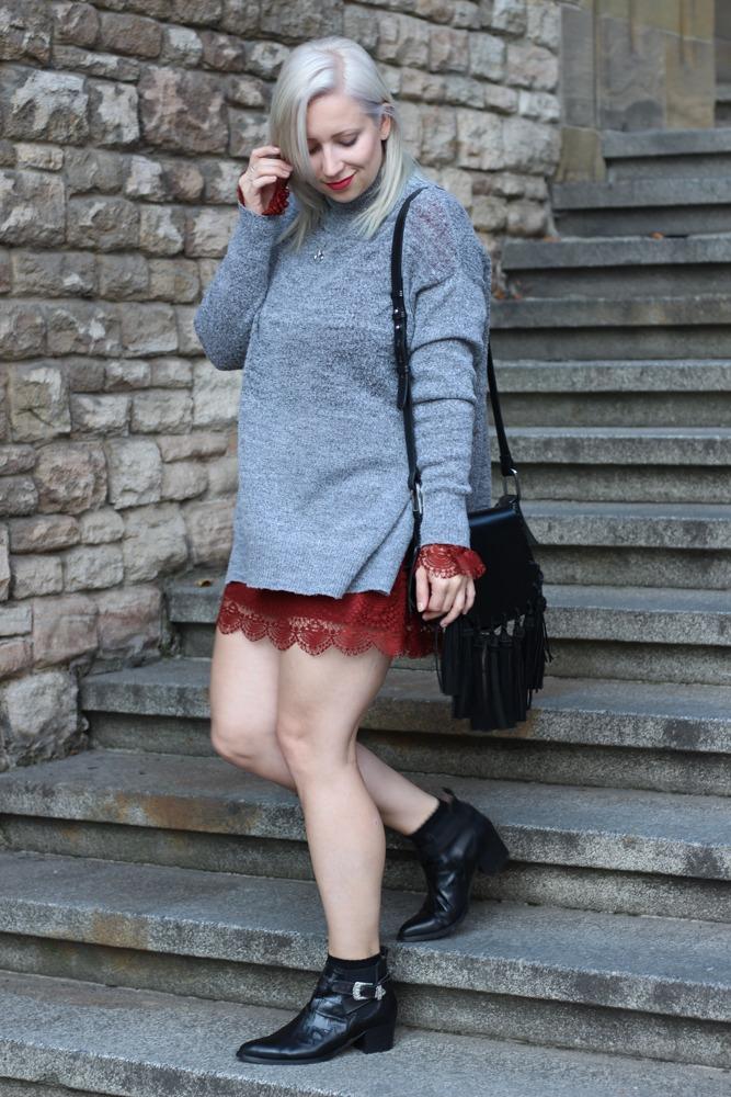 Westernbooties-mit-Spitzenkleid-Blogger-Herbstlook-Outfit-Puppenzirkus14