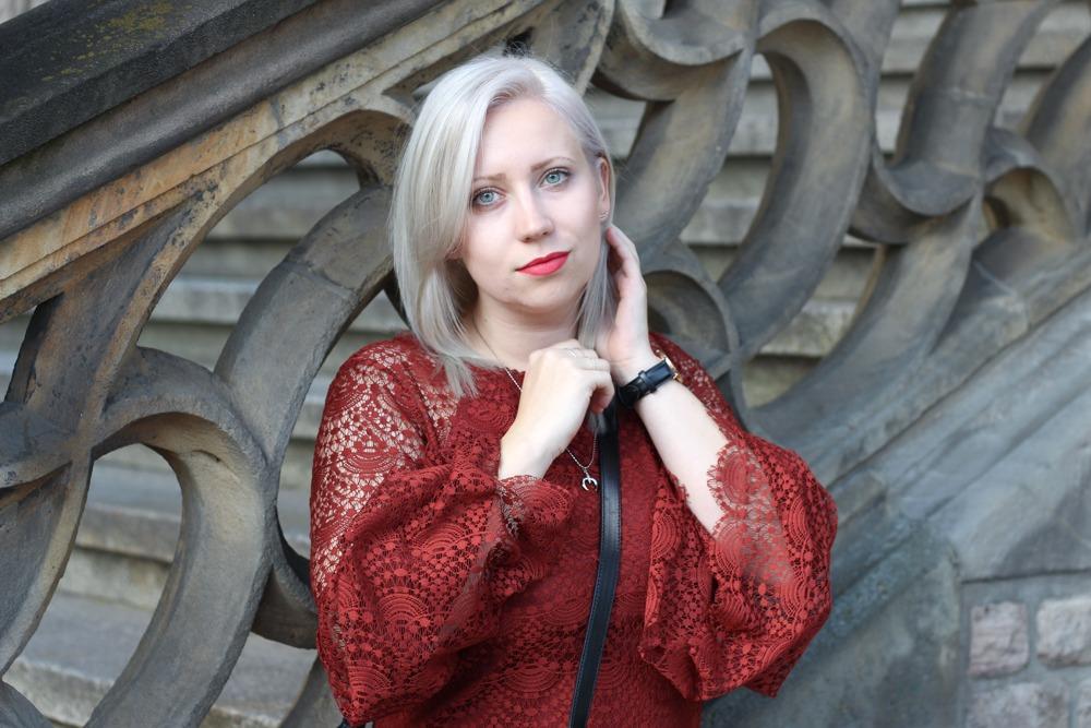 Westernbooties-mit-Spitzenkleid-Blogger-Herbstlook-Outfit-Puppenzirkus6