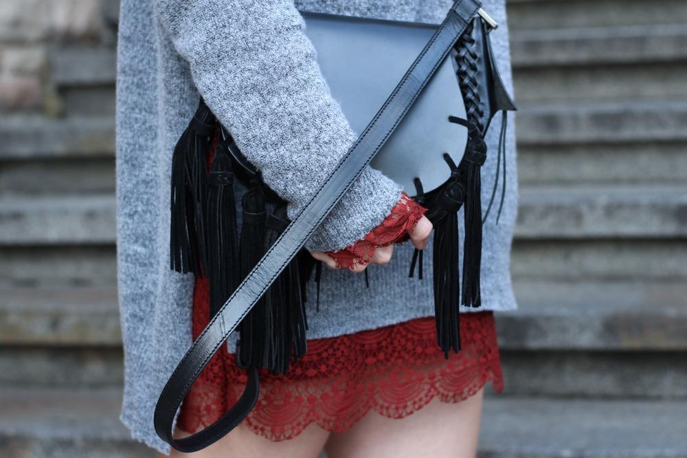 Westernbooties-mit-Spitzenkleid-Blogger-Herbstlook-Outfit-Puppenzirkus9