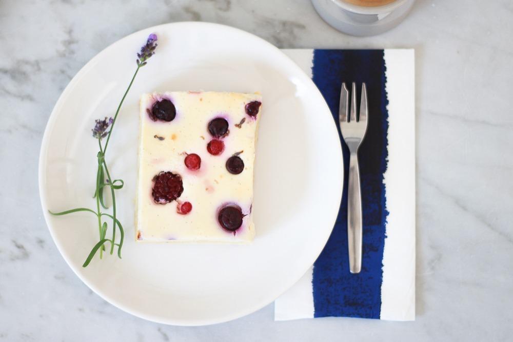quarkkuchen-lavendel-blech-beeren-coffee-blogger-puppenzirkus (7 von 8)