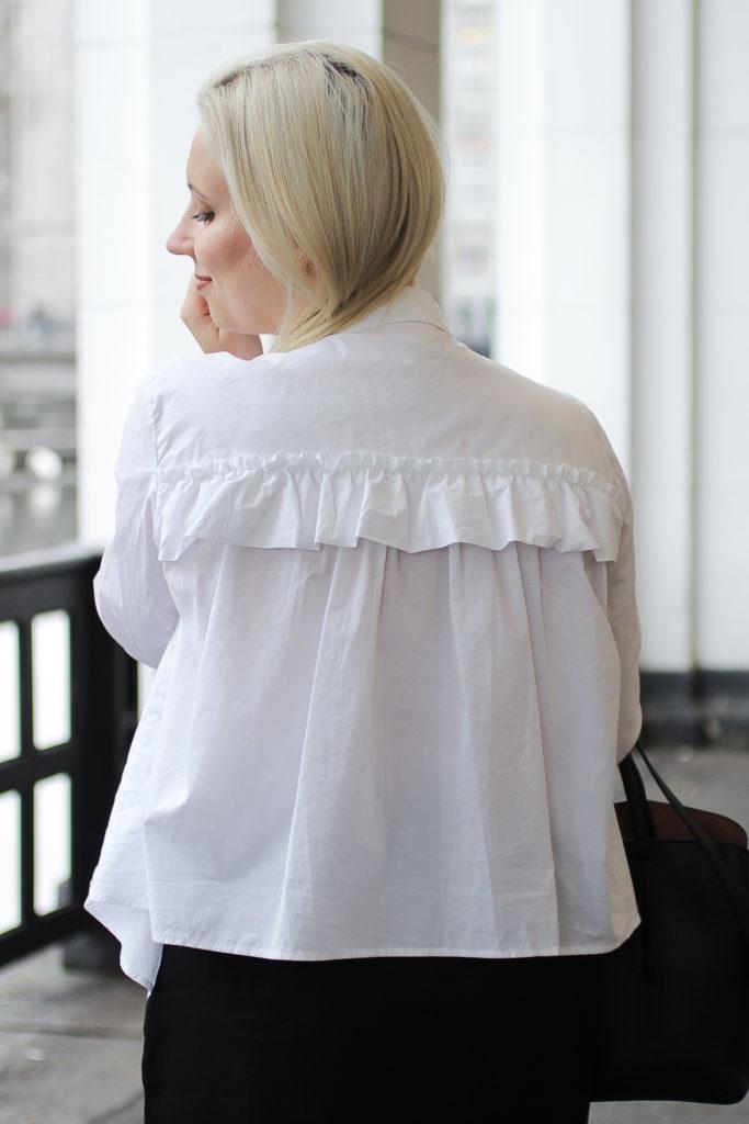 outfit-minimalistisch-blogger-hamburg-rüschen-10-von-10-683x1024
