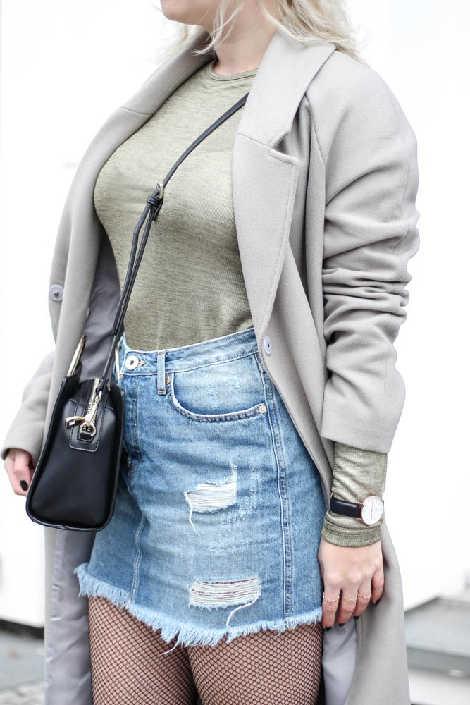outfit-blogger-metallic-reebok-pearlized-grey-oversized-coat-sneaker-herbst-2016-trend-jeansrock-puppenzirkus-streetstyle-11