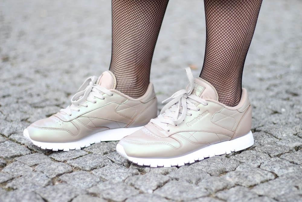 outfit-blogger-metallic-reebok-pearlized-grey-oversized-coat-sneaker-herbst-2016-trend-jeansrock-puppenzirkus-streetstyle-9