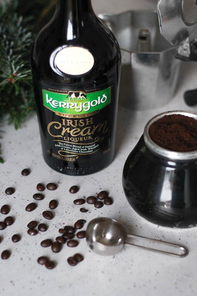 cremiger-weihnachtspunsch-mit-kaffee-sahnelikoer-irish-cream-heissgetraenk-weihnachten-2