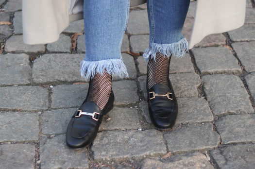 Gucci Lookalike Loafer, Ripped Jeans & Fishnet Tights