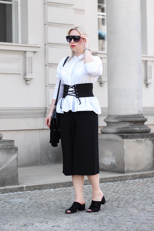 Trend-Korsettgürtel-Sommer-2017-Blogger-Puppenzirkus-Black-White