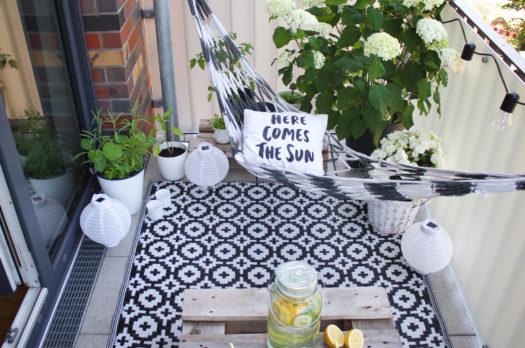 Gemütlicher Balkon zum Entspannen: So geht's!