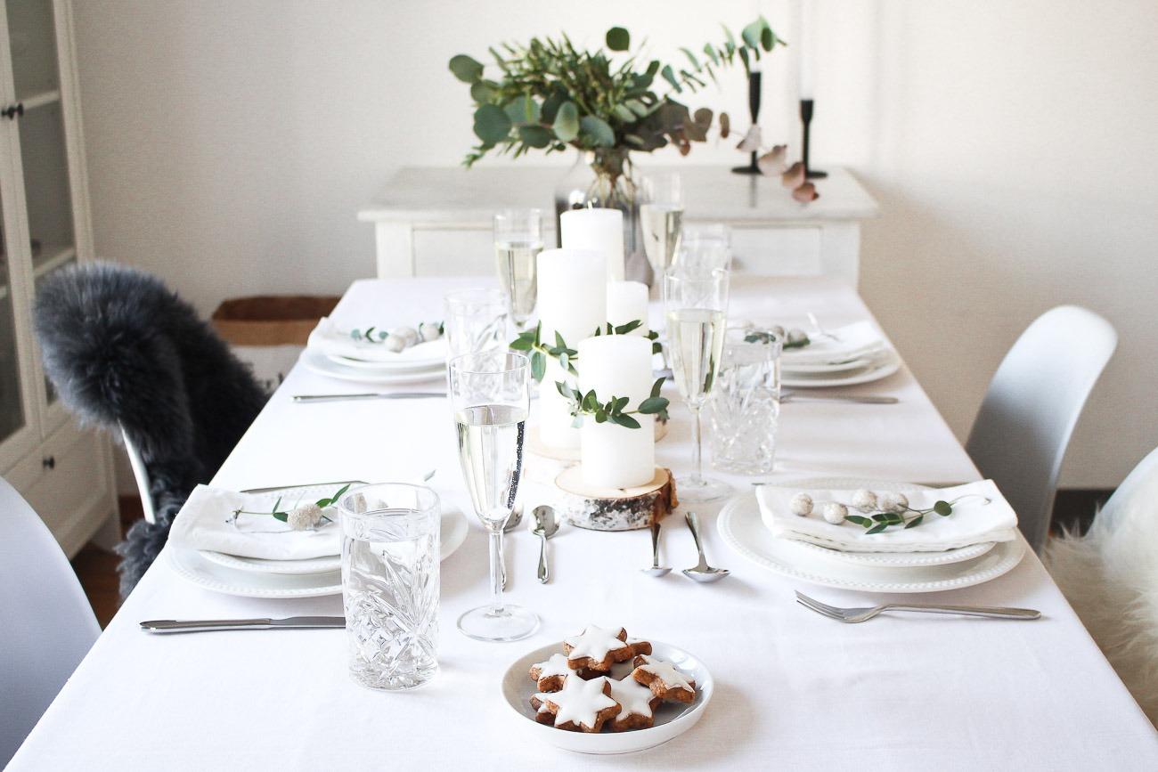 Festliche Tischdekoration Festtagstafel Weihnachten Christmas Table