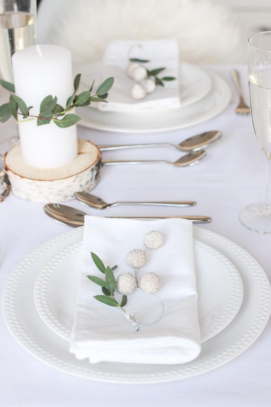 Minimalistische & Festliche Tischdekoration zum Weihnachtsfest
