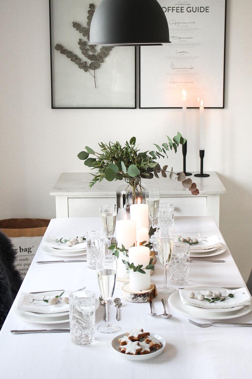 minimalistische festliche tischdekoration zum. Black Bedroom Furniture Sets. Home Design Ideas