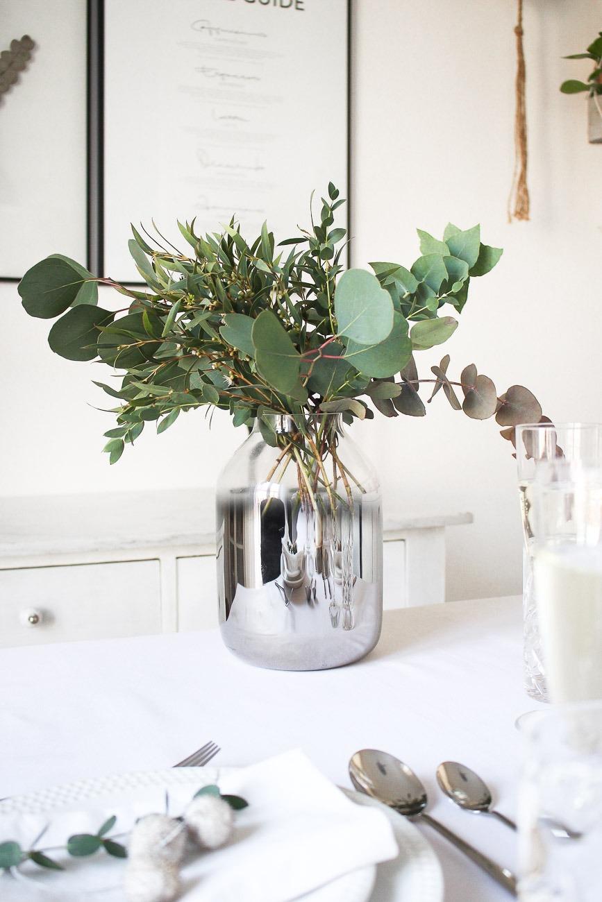 Minimalistische Festliche Tischdekoration Zum Weihnachtsfest