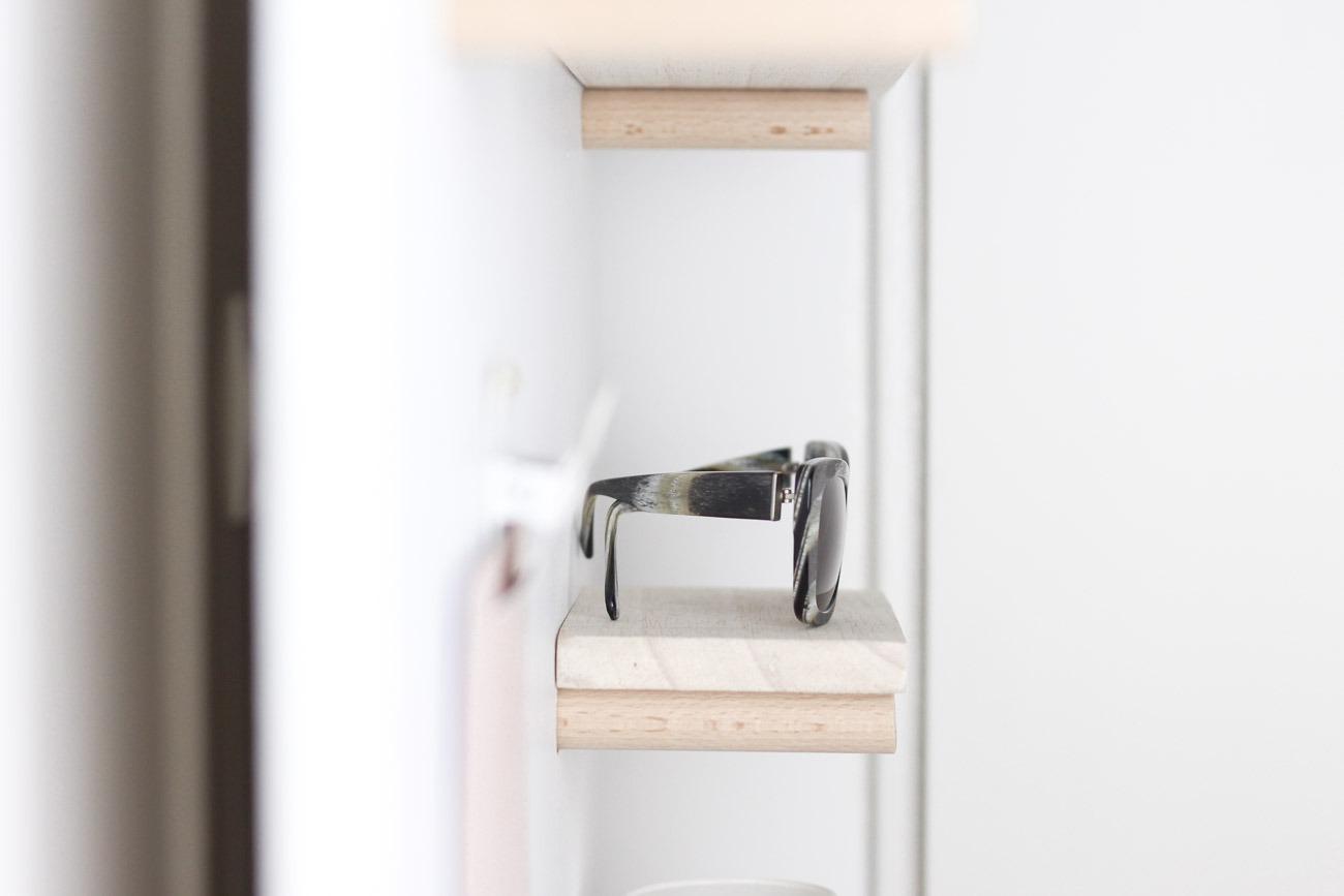 Utility Board DIY für den Eingangsbereich: Detailaufnahme Sonnenbrillenhalter
