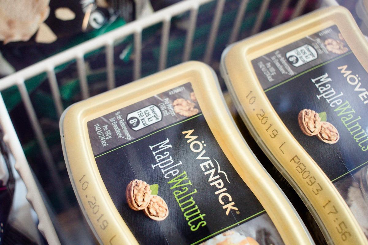 Die Kühltruhe aus dem Himmel mit allen leckeren Eissorten zum Naschen, wie z.B. Maple Walnuts von Mövenpick.