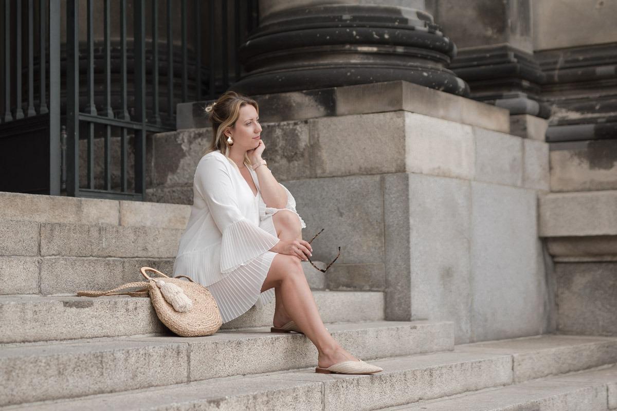 Elegant, aber entspannt lockeres Outfit für warme Sommertage in der Stadt.