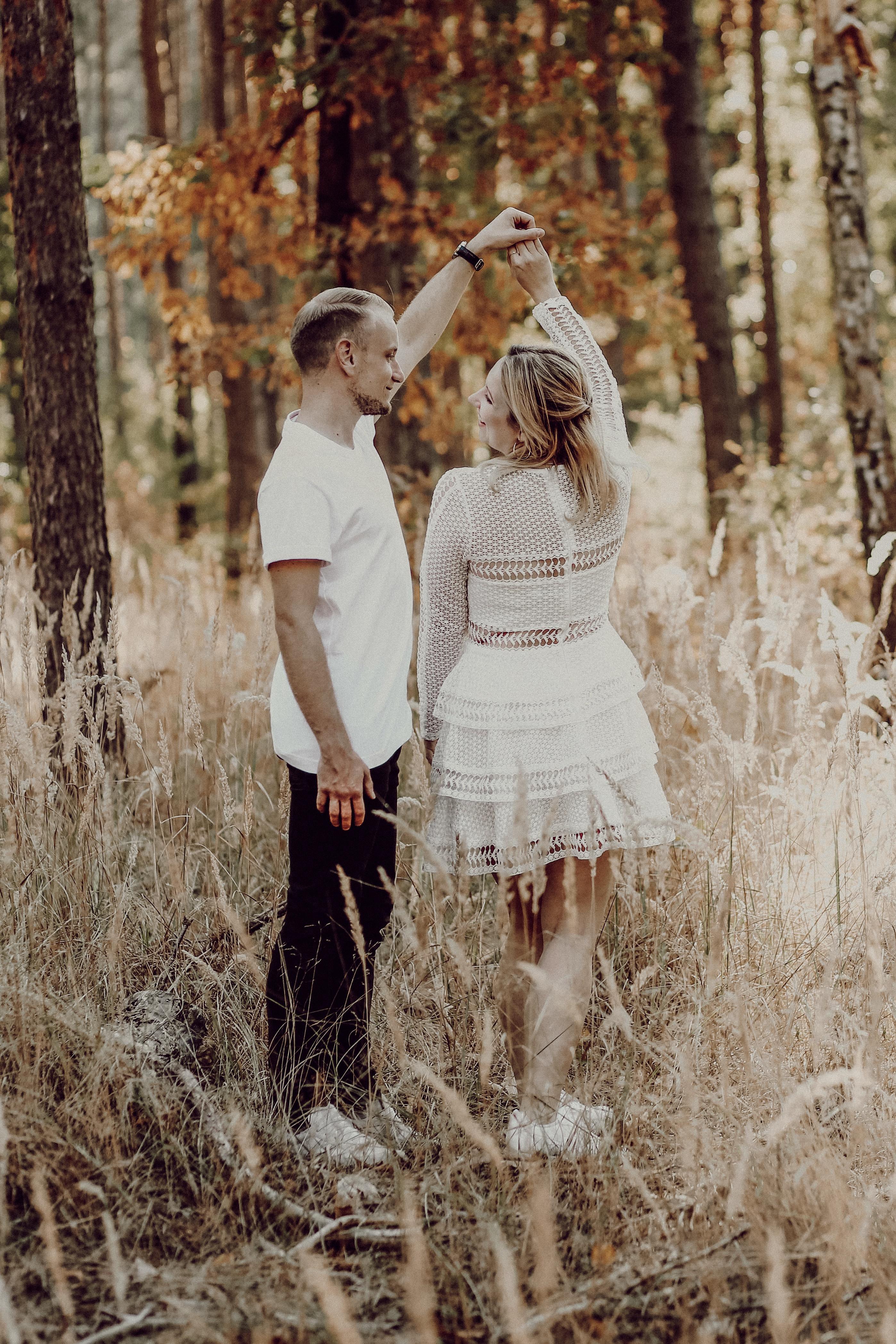 5 Gründe, warum du unbedingt ein Verlobungsshooting während deiner Hochzeitsplanung machen solltest.