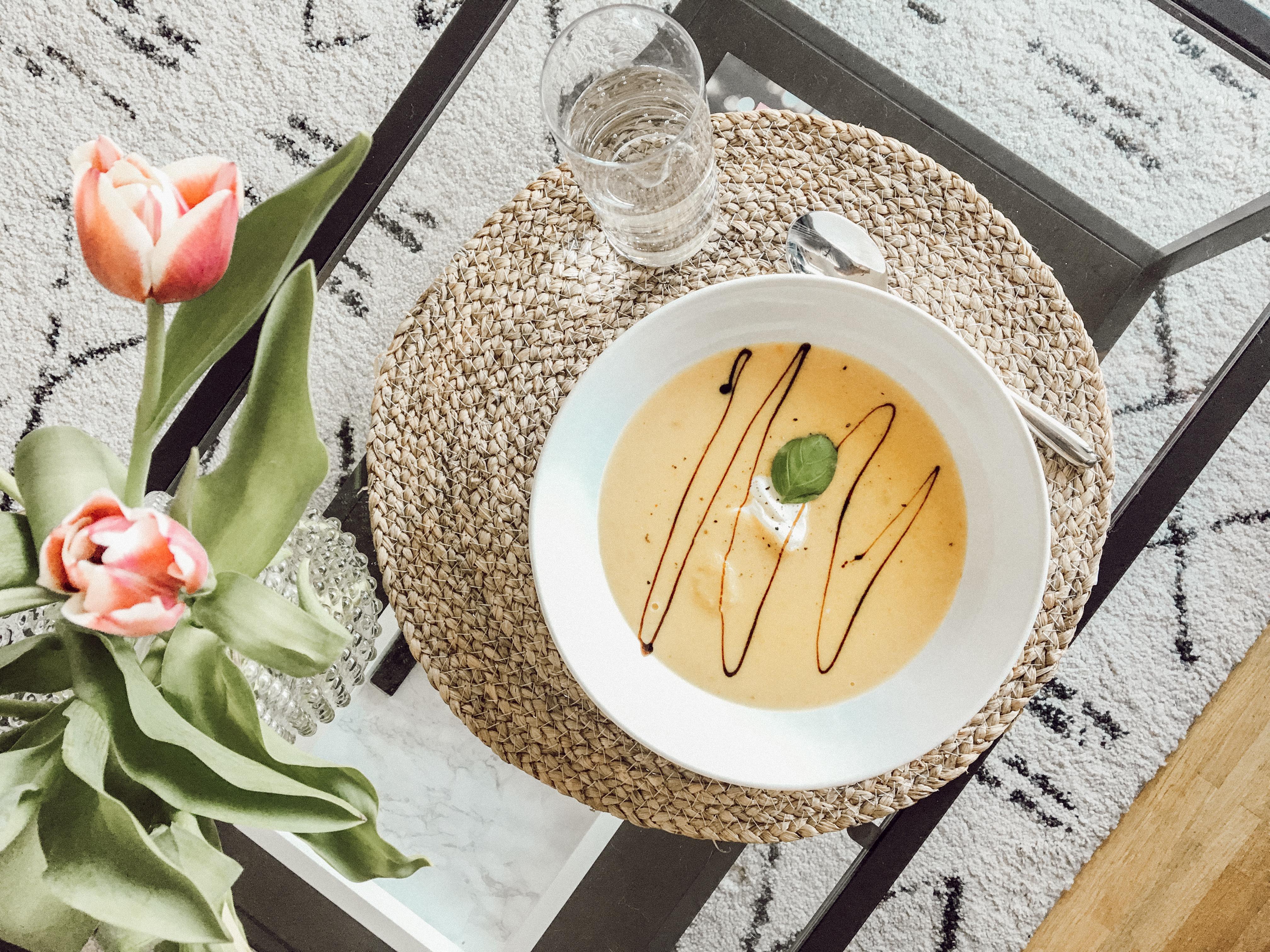 Suppe zum Abendessen: nicht nur mit wenig Kohlenhydraten, sondern auch super lecker!