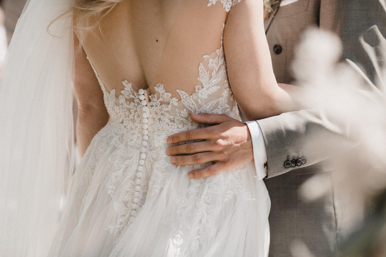 Details von Braut und Bräutigam bei der freien Trauung