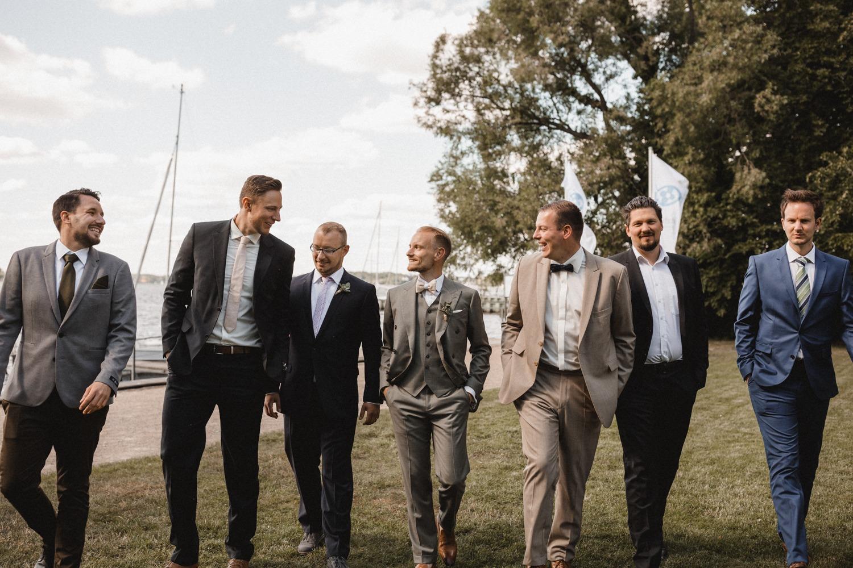 Groom Squad: der Bräutigam mit seinen Groomsmen am Tag der Hochzeit