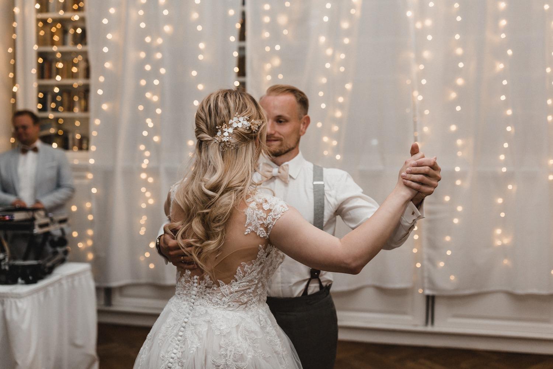 Der Hochzeitstanz: ein romantischer Tanz mit verschieden Tanzstilen sowie dem klassischen Walzer zur Hochzeit