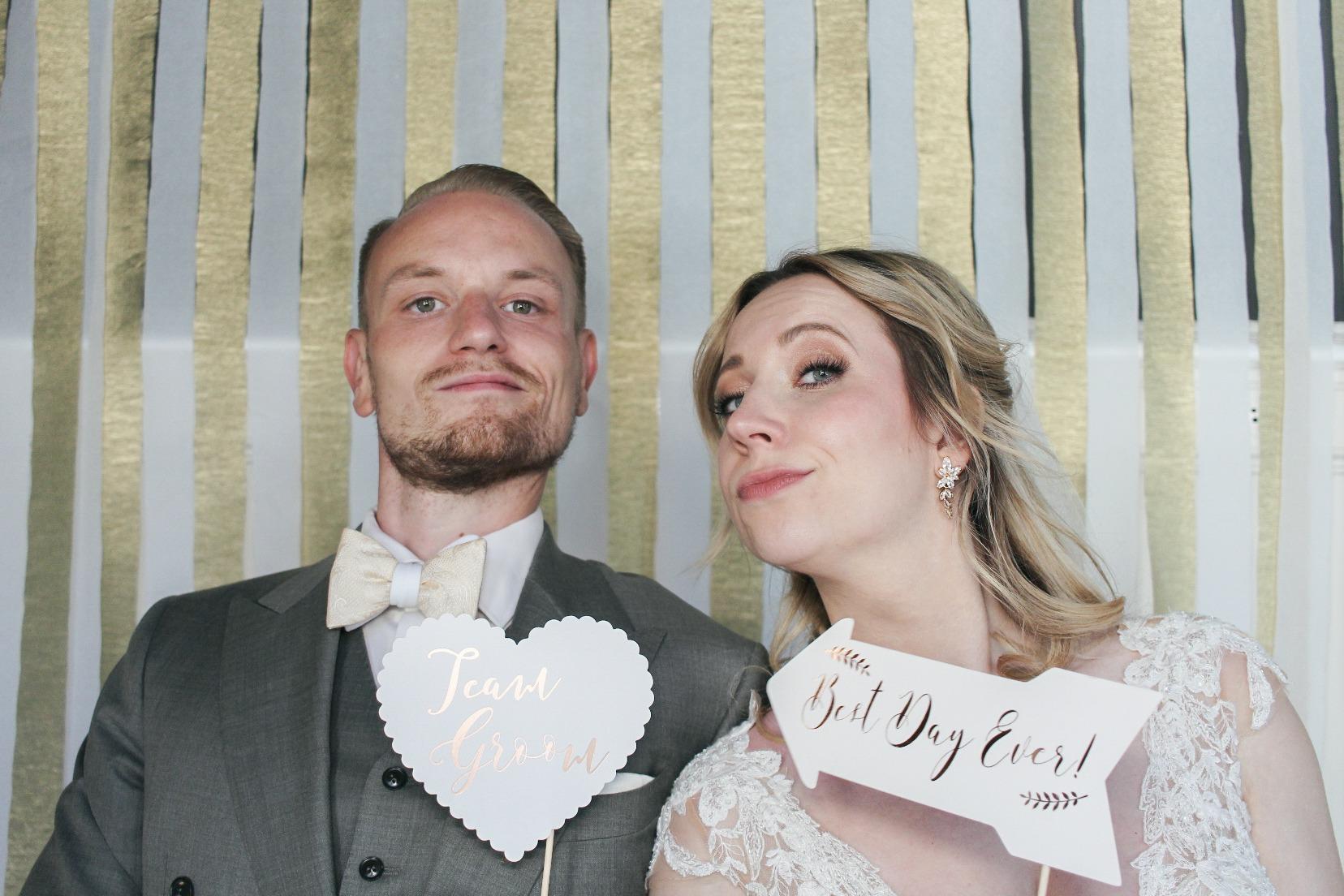 Braut und Bräutigam: Unsere Fotostreifen: Unsere Hochzeit am großen Wannsee in Berlin, festgehalten mit der Kruu Fotobox #mrandmrswinzer